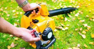 how to start a leaf blower